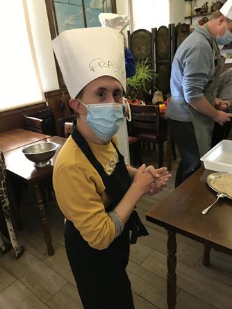 La Asociación Valores celebra un curso de cocina en la Taberna de Roo
