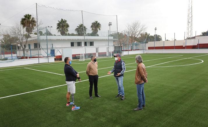 El campo de fútbol 7 anexo al estadio municipal de San Pedro Alcántara estrena césped de última generación