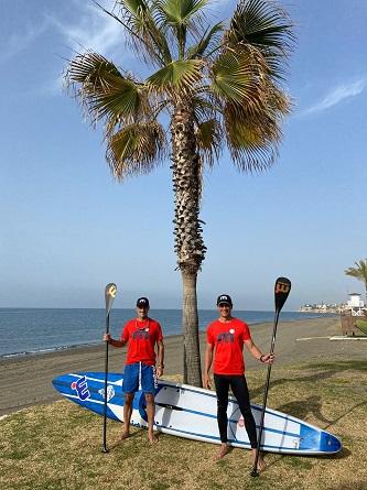 Dos malagueños promocionaran la Senda Litoral en paddle surf y a pie